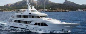 Adepte de voyage en mer, voguez au gré de vos désirs à bord d'un yacht de luxe